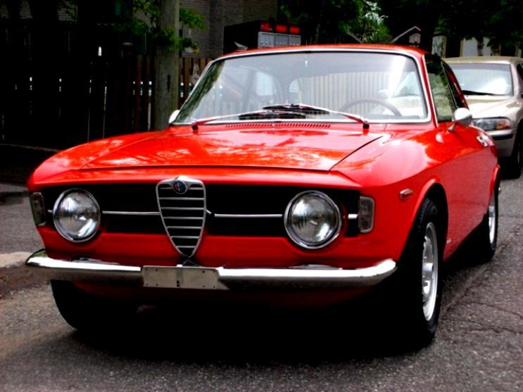 Alfa Romeo Giulia Coupe 1300 GTA Junior 1965 on MotoImg.com