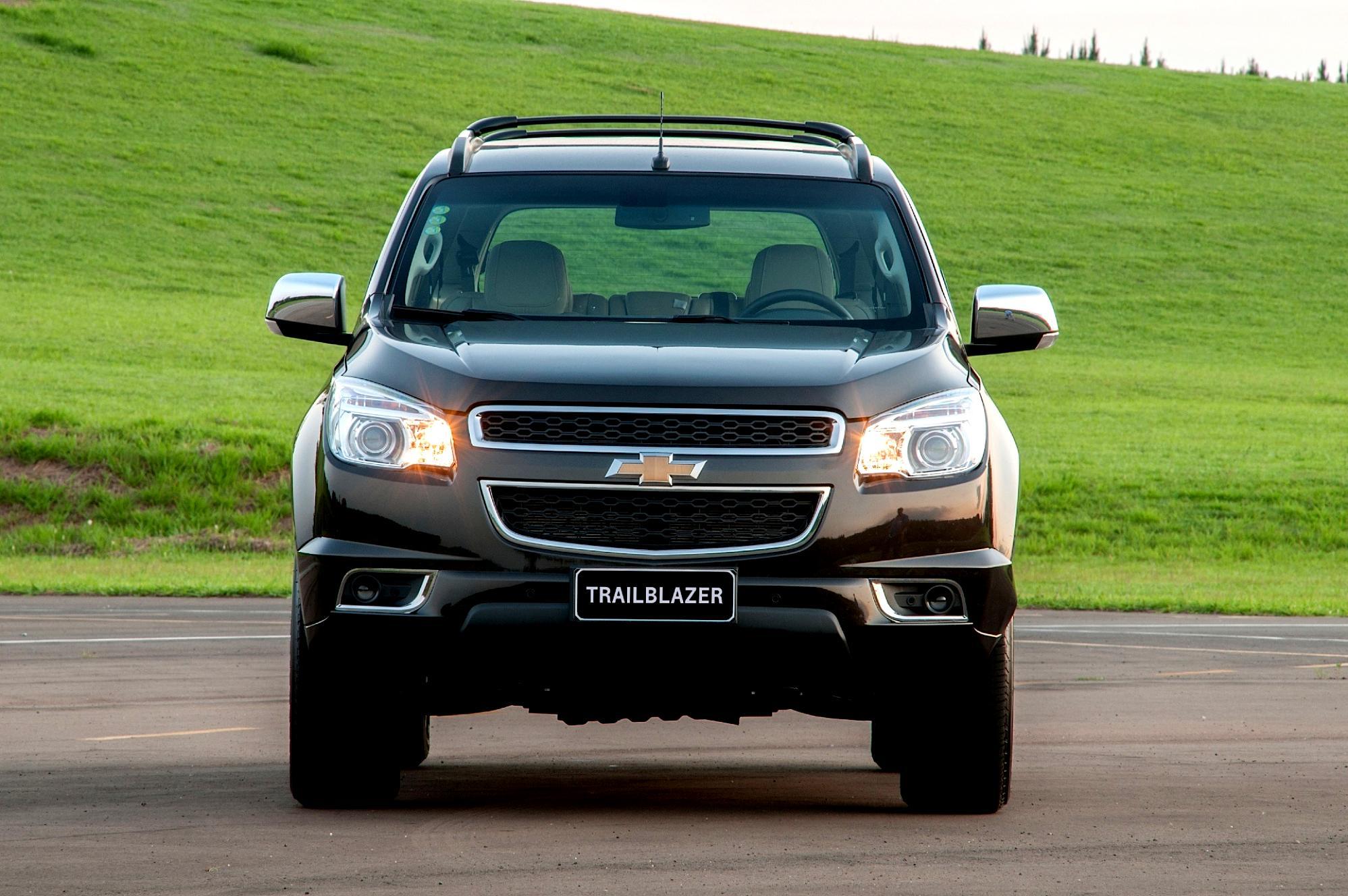 Chevrolet TrailBlazer 2012 on MotoImg.com