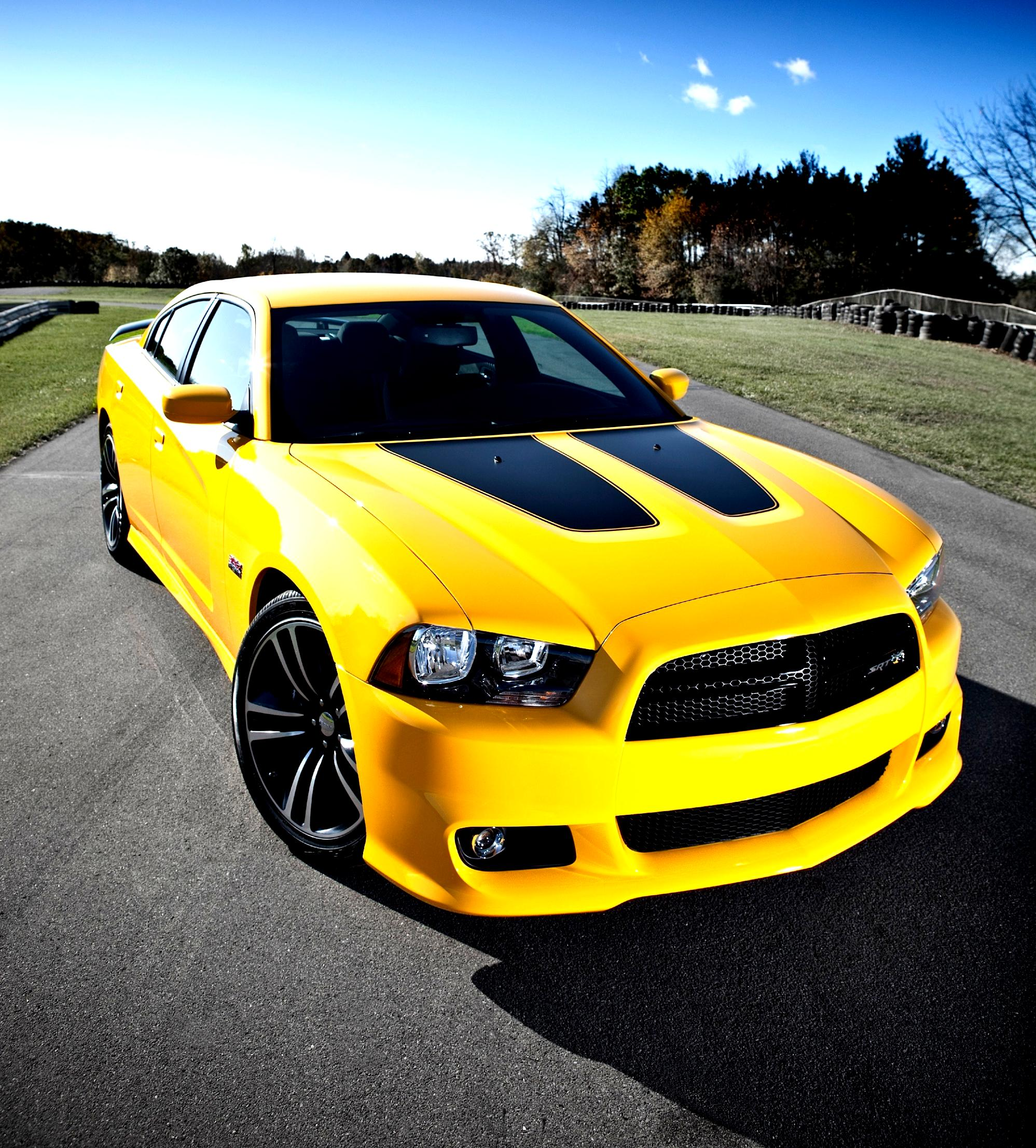Dodge Charger SRT8 2012 on MotoImg.com