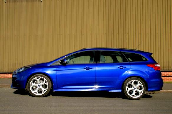 Ford Focus St Estate 2012 Photos 19 On Motoimg