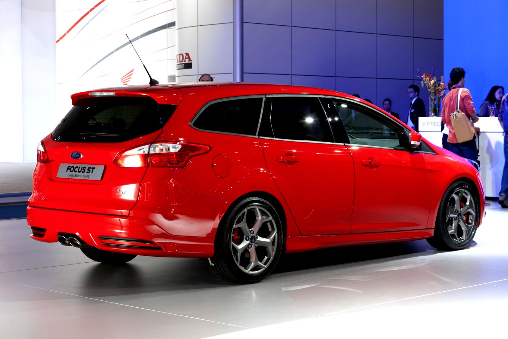 Ford Focus Wagon 2011 #32