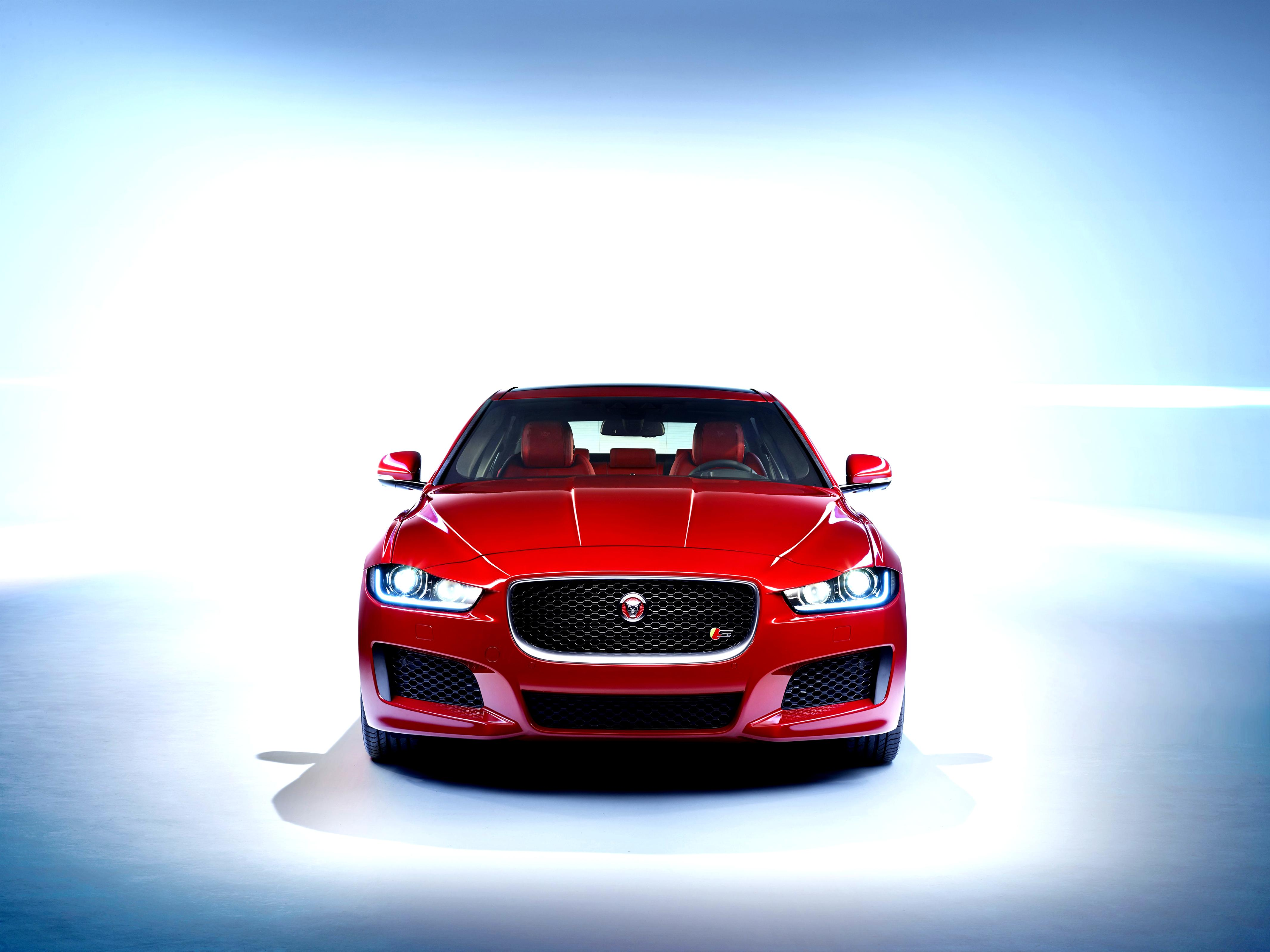 Jaguar XE 2014 on MotoImg.com