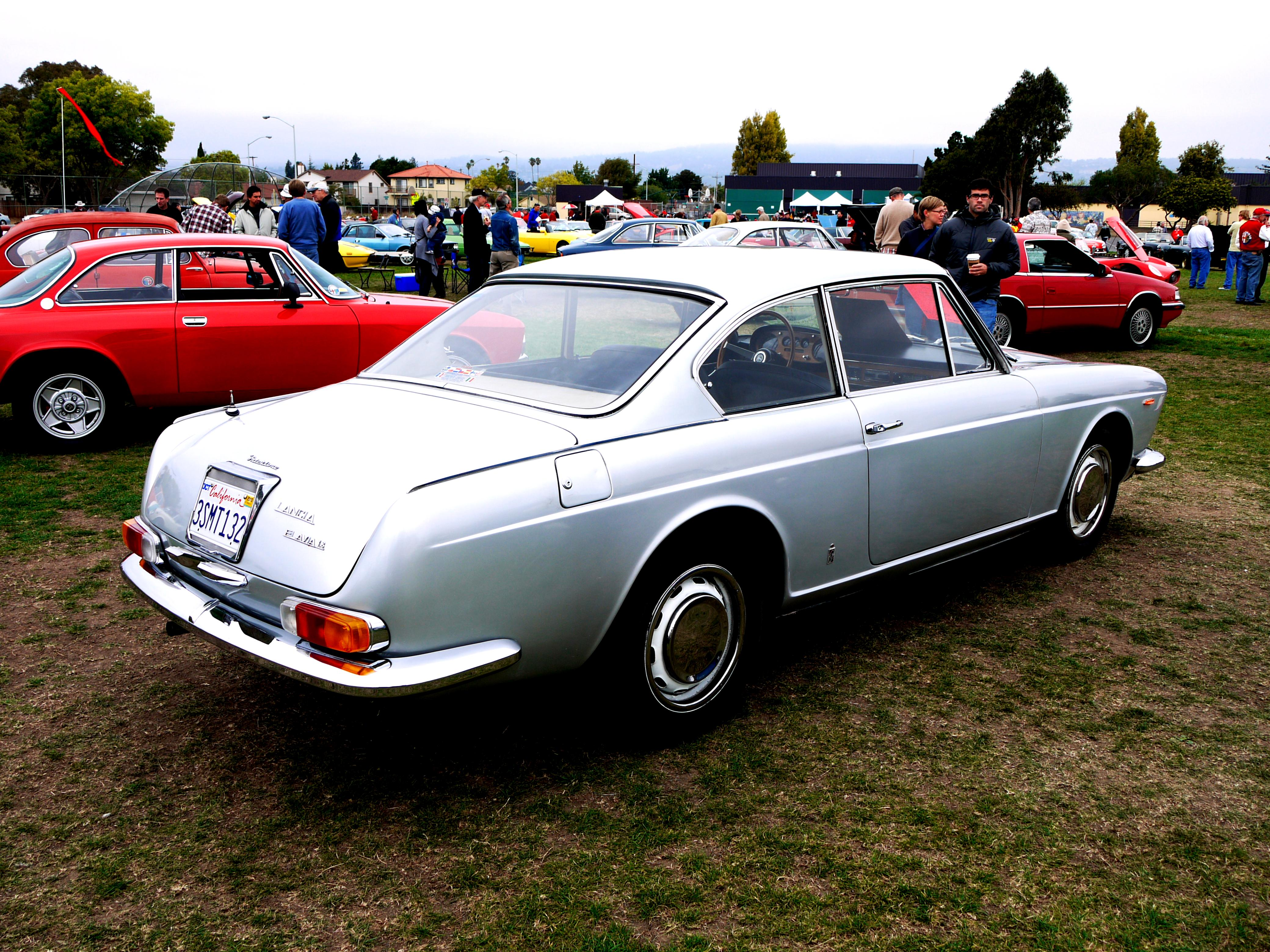 https://motoimg.com/images/lancia-2000-coupe-1971-03.jpg