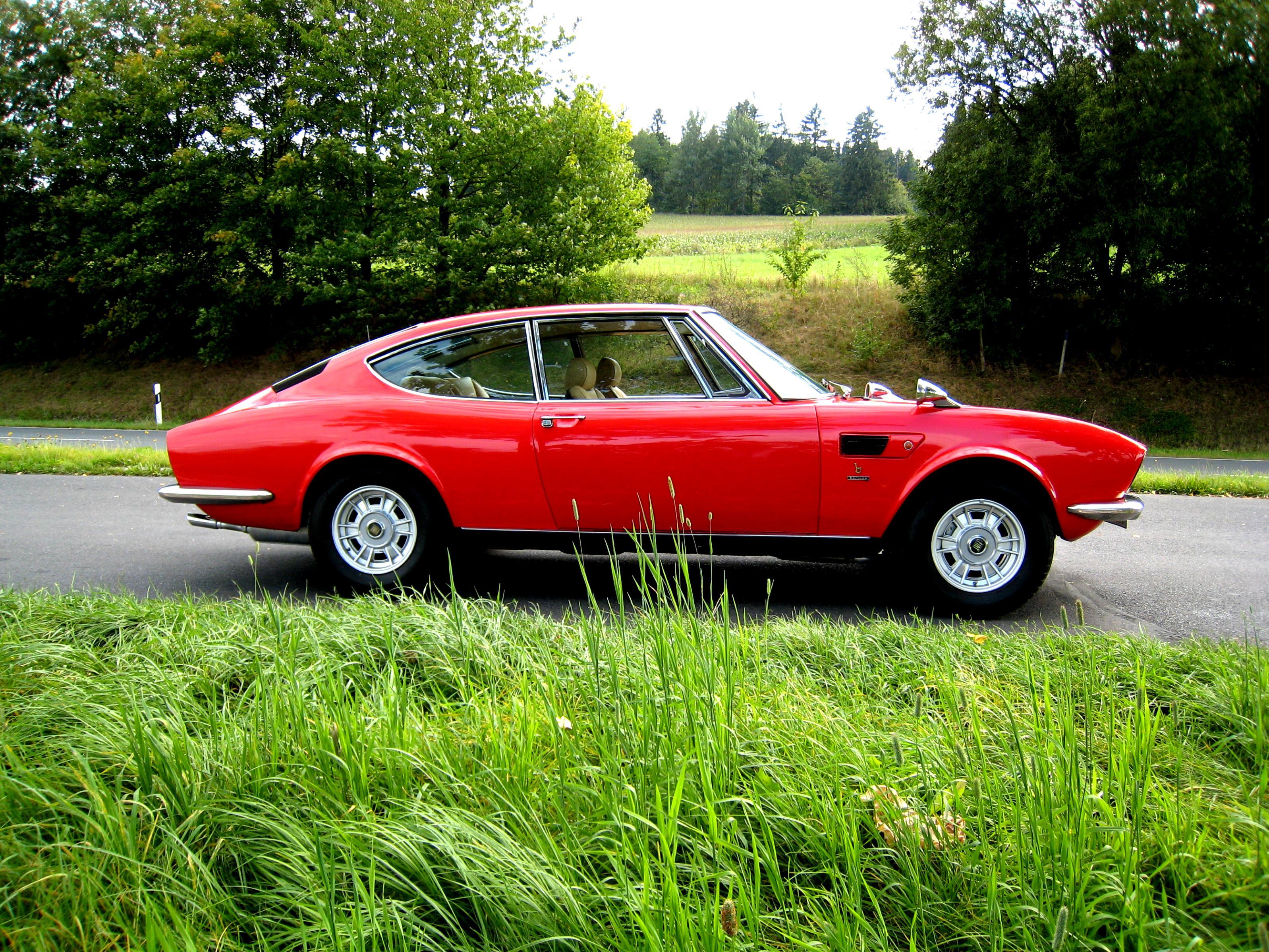 https://motoimg.com/images/lancia-2000-coupe-1971-04.jpg