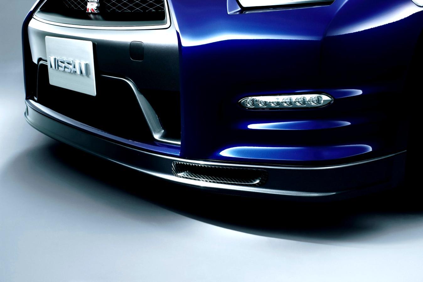 Nissan GT-R R35 - Facelift 2011 on MotoImg.com