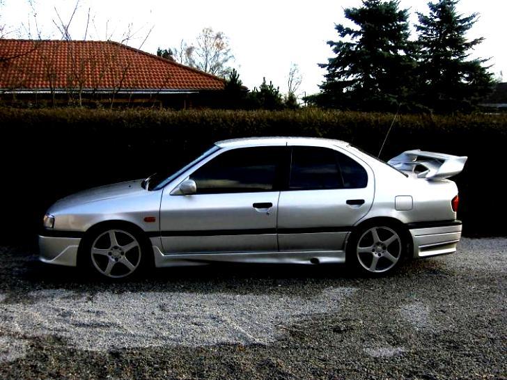 Nissan Primera Hatchback