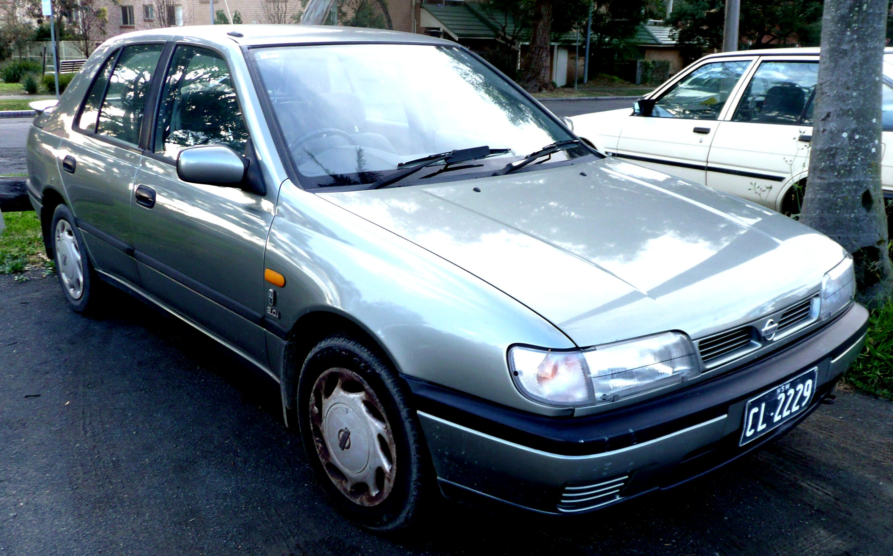 Nissan Sunny Hatchback