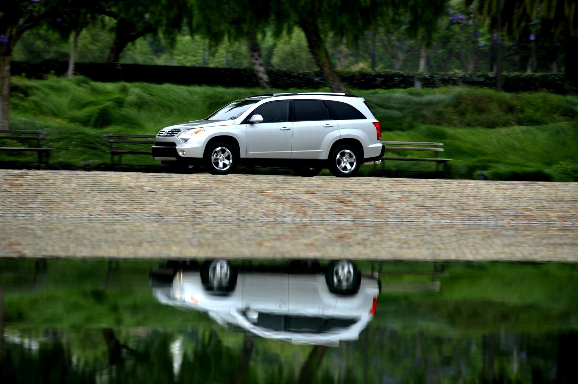 автомобиль белый suzuki grand vitara бесплатно