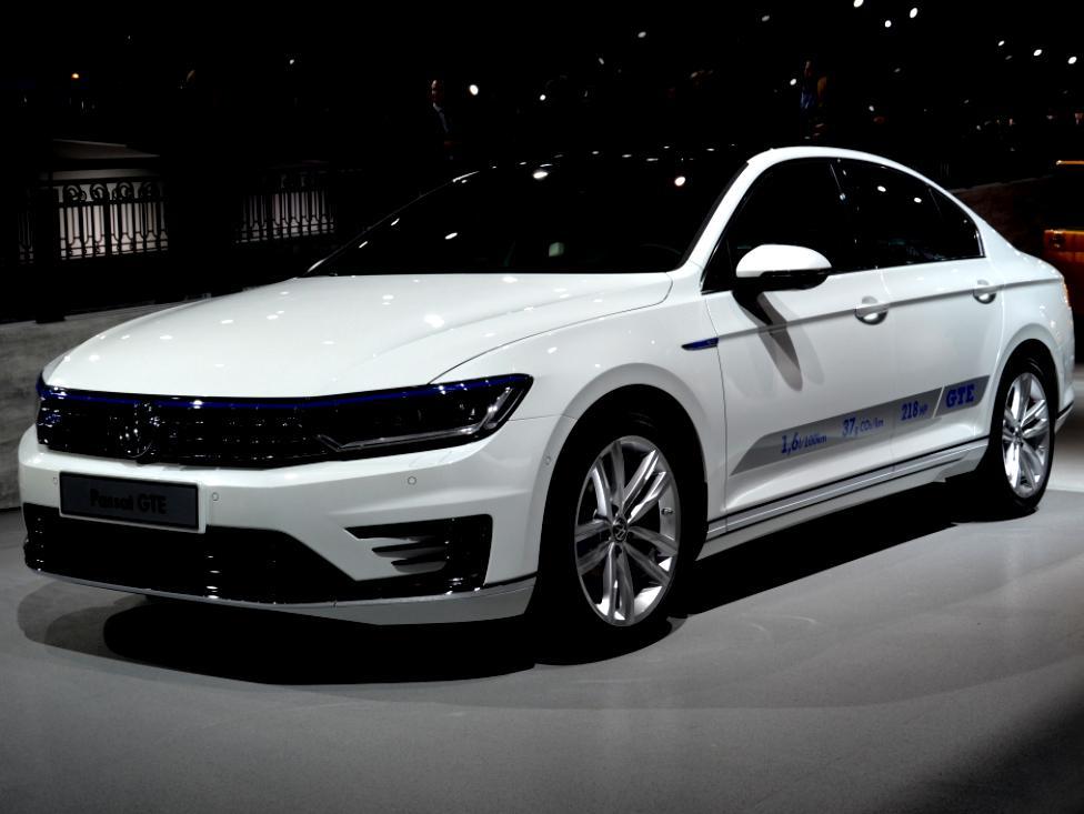 Volkswagen Passat Gte 2015 On Motoimg